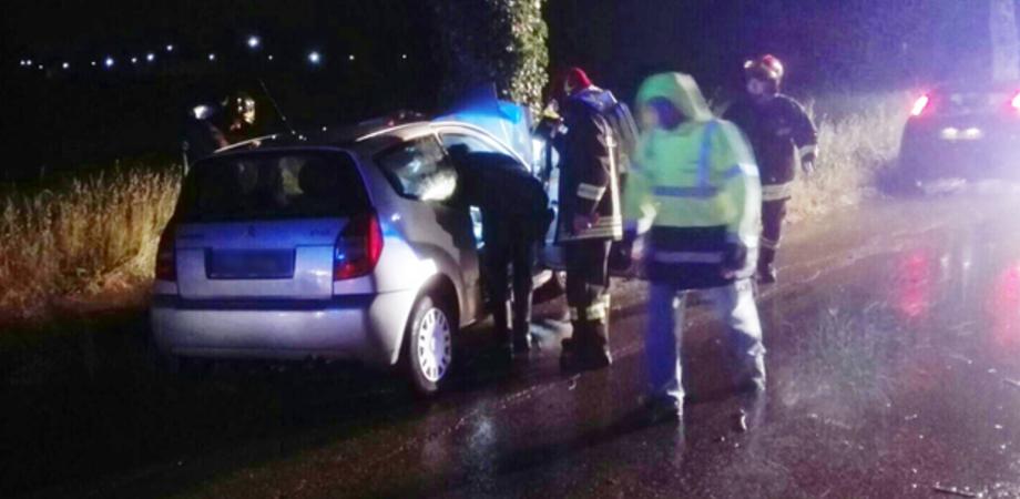 Caltanissetta, auto si schianta contro una palma: 3 bimbi feriti, uno è grave