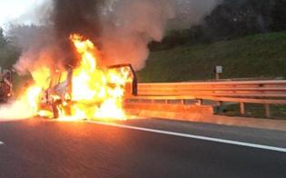 Veicolo in fiamme sulla Palermo-Catania: traffico bloccato all'altezza di Tremonzelli