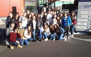http://www.seguonews.it/gli-studenti-del-liceo-volta-di-caltanissetta-a-teatro-per-il-giocatore-di-dostoevskij