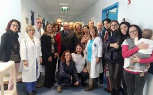 http://www.seguonews.it/lassociazione-allattamore-dona-7-fasciatoi-al-reparto-di-ginecologia-dellospedale-santelia