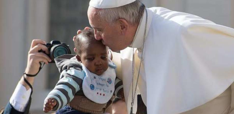 """A Caltanissetta cristiani di facciata offendono il Papa che """"vede Gesù nei piccoli migranti"""""""