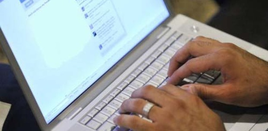 Acquisire le mail dei dipendenti dal pc aziendale è reato. Ipotizzabile l'accesso abusivo o la violazione di corrispondenza