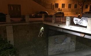 http://www.seguonews.it/spunta-un-pupazzo-sotto-il-ponte-di-via-rosso-di-san-secondo-nisseni-incuriositi-chi-lo-avra-messo