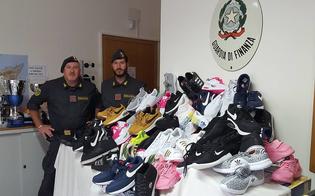 Mussomeli, trasportava merce contraffatta: senegalese denunciato, sequestrate 254 paia di scarpe