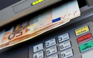 http://www.seguonews.it/caltanissetta-bancomat-sputa-soldi-in-centro-storico--e-due-passanti-ne-approfittano