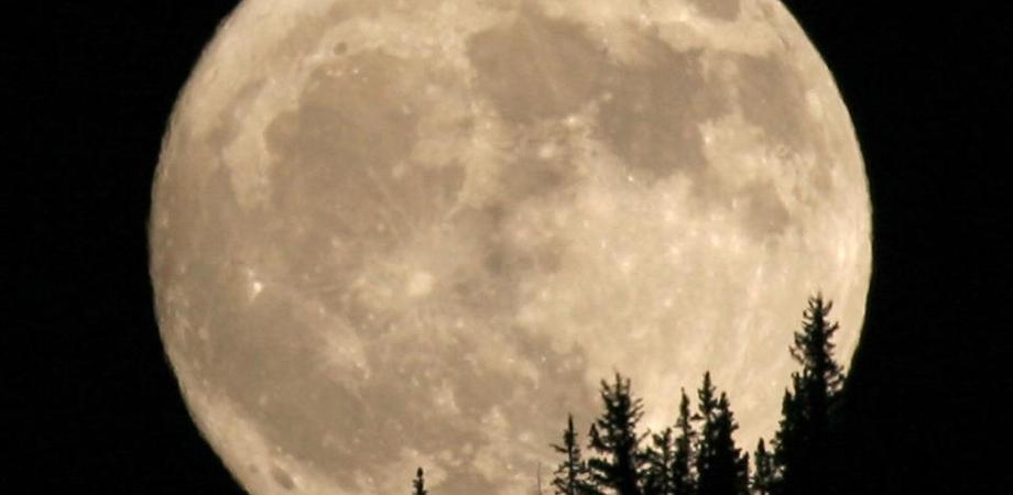 E' la notte della Superluna: la più grande e luminosa dell'anno
