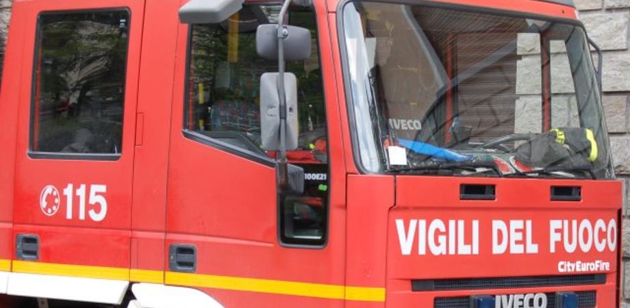 Caltanissetta, colpita da malore anziana sola in casa resta a terra: la salvano i vigili del fuoco