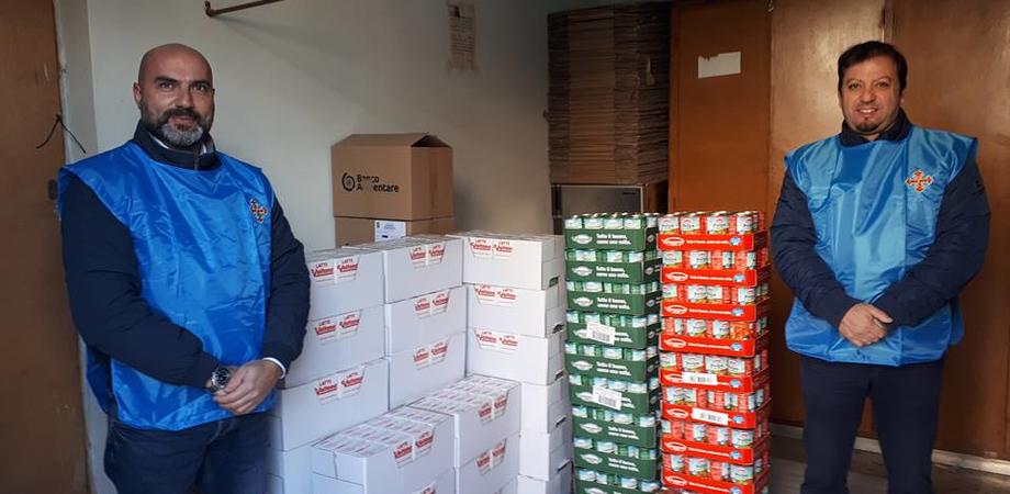 """""""Briciole di salute"""" a Santa Caterina Villarmosa: donati latte, legumi e barrette di cioccolato"""