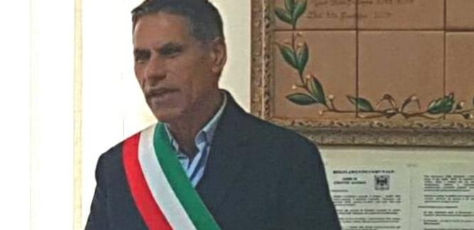 Santa Caterina Villarmosa, Fiaccato rassegna le dimissioni: