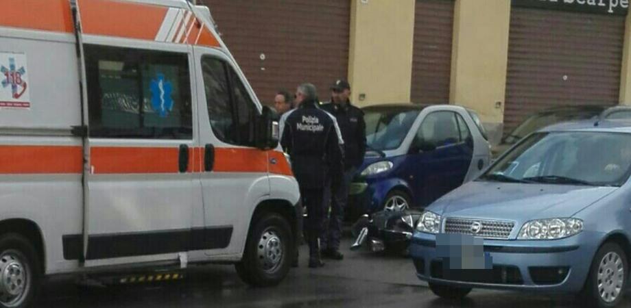 Caltanissetta, via De Nicola: donna investita da uno scooter