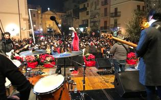 http://www.seguonews.it/brindisi-di-fine-anno-a-gela-con-la-musica-dei-tinturia-e-lesibizione-di-tre-artisti-locali