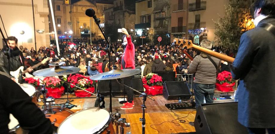 Brindisi di fine anno a Gela con la musica dei Tinturia e l'esibizione di tre artisti locali