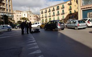Caltanissetta, corre e finisce su un'auto in transito: giovane trasportata in ospedale