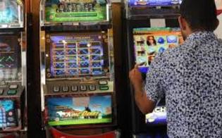 http://www.seguonews.it/chiude-lo-zio-di-88-anni-in-auto-gli-toglie-la-pensione-e-va-a-giocare-alle-slot-machine-e-successo-a-catania