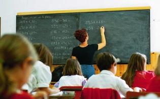 http://www.seguonews.it/non-le-fanno-il-regalo-di-fine-anno-e-la-maestra-li-rimprovera-i-genitori-si-ribellano-e-scrivono-al-provveditorato
