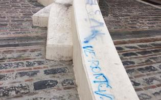 http://www.seguonews.it/caltanissetta-vandali-imbrattano-il-sedile-in-pietra-della-salita-matteotti