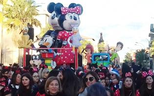 A Niscemi si alza il sipario sul Carnevale con una sfilata di carri allegorici, musica e balli