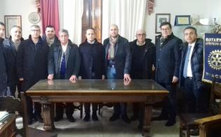http://www.seguonews.it/esposta-oggi-al-palazzo-comunale-di-niscemi-la-bandiera-del-rotary-club-
