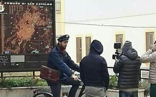 """""""C'è posta per te"""" a San Cataldo. In tanti hanno fatto il selfie con il postino"""