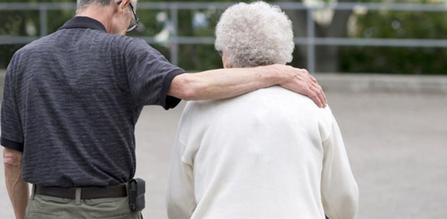 Anziani tenuti al buio in una casa di riposo, denunciata la titolare: era senza autorizzazione