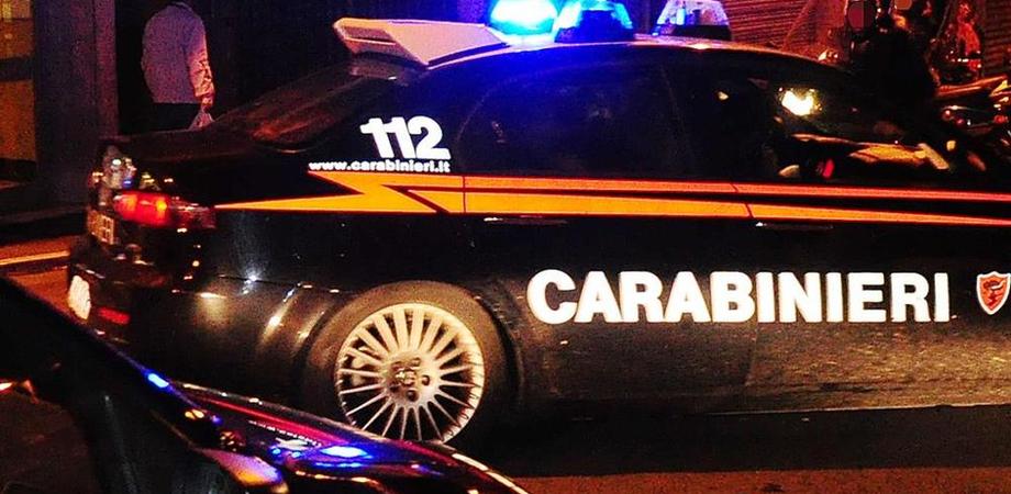 Rapina a mano armata in un bar di San Cataldo, titolare reagisce e rimane ferito