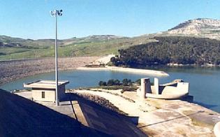 A Gela l'acqua per irrigare i campi c'è ma per motivi di sicurezza viene scaricata a mare