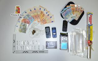 http://www.seguonews.it/caltanissetta-droga-contanti-e-arnesi-per-lo-spaccio-2-gambiani-arrestati-dalla-squadra-mobile