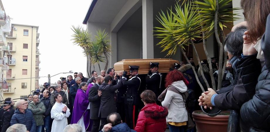 Anche un Generale e il procuratore Bertone per l'ultimo addio al luogotenente Contino