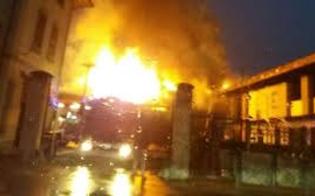 Incendiano un'auto e un'abitazione ma rimangono ustionati. Per due fratelli niscemesi scatta anche l'arresto