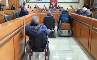 http://www.seguonews.it/trasporto-disabili-a-gela-tregua-con-lamministrazione-si-fara-un-nuovo-regolamento