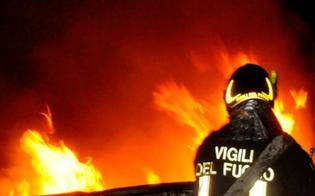 Mazzarino, auto in fiamme nella notte: indagano i carabinieri