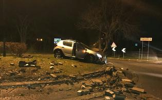 http://www.seguonews.it/caltanissetta-automobilista-piomba-contro-rotatoria-di-via-due-fontane-e-la-distrugge