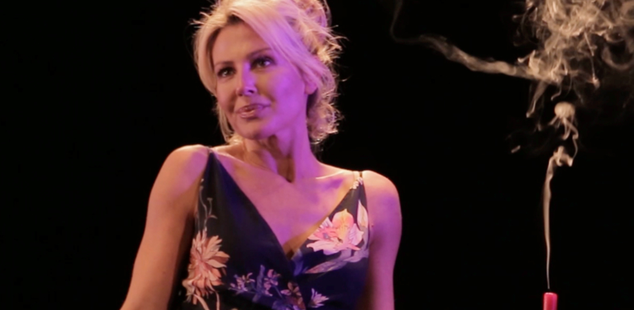"""Sul palco del Teatro Oasi della Cultura Nathalie Caldonazzo in """"Dichiarazioni d'amore"""""""