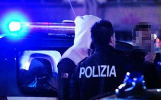 Caltanissetta, fuggono alla vista della polizia e gettano via la droga: due denunciati