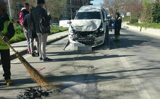 http://www.seguonews.it/caltanissetta-auto-tampona-bus-cittadino-due-feriti-trasportati-in-ospedale