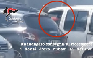 http://www.seguonews.it/arrestati-gli-sciacalli-dei-cimiteri-rubavano-anche-i-denti-doro-dei-cadaveri