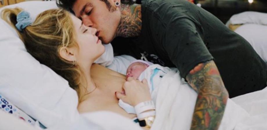 E' nato Leone, figlio di Fedez e Chiara Ferragni. La prima foto social fa il giro del web