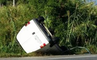 Capodarso, furgone a tutta velocità su una curva esce fuori strada e si ribalta