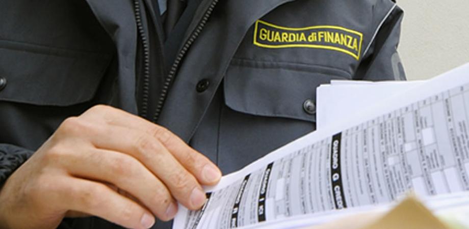 Sgominata la banda dei professionisti dell'evasione fiscale: arrestati avvocati e imprenditori