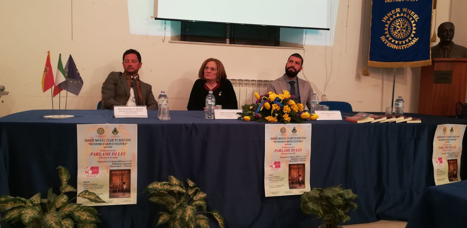 """Presentato a Niscemi il libro di Francesco Lisa """"Parlami di lei"""", una riflessione sul tema del femminicidio"""