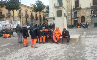 http://www.seguonews.it/senza-stipendi-e-20-posti-di-lavori-a-rischio-stop-a-gela-alla-raccolta-dei-rifiuti