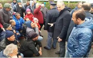 """Tensione davanti la Raffineria di Gela. Gli operai: """"Dove sono i nostri politici""""?"""