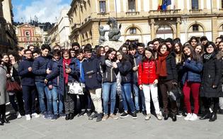 http://www.seguonews.it/gli-alunni-della-giovanni-verga-alla-rassegna-teatrale-in-lingua-francese
