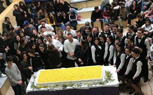http://www.seguonews.it/una-torta-mimosa-di-90-chili-per-ricordare-la-giornata-della-donna-a-realizzarla-gli-studenti-dellalberghiero-di-gela