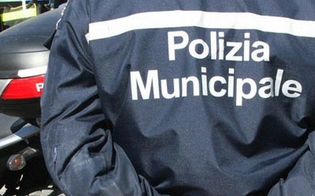 Caltanissetta, banchetto abusivo in corso Vittorio Emanuele: multato un senegalese