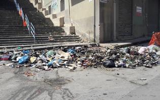 Gela continua a essere sommersa dai rifiuti, ancora roghi durante la notte