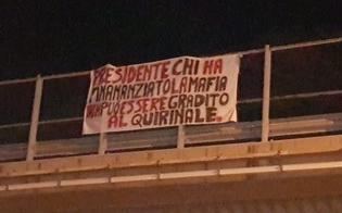 """Striscione a Capaci contro Berlusconi: """"Presidente chi ha finanziato la mafia non può essere gradito al Quirinale"""""""