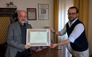 http://www.seguonews.it/ha-consegnato-lettere-per-29-anni-postino-nisseno-riceve-riconoscimento-dal-sindaco-di-delia