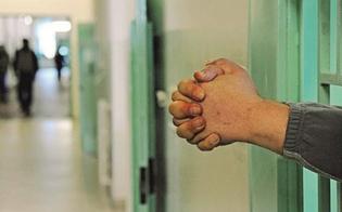 http://www.seguonews.it/tenta-di-passare-un-cellulare-a-un-detenuto-donna-denunciata-a-san-cataldo