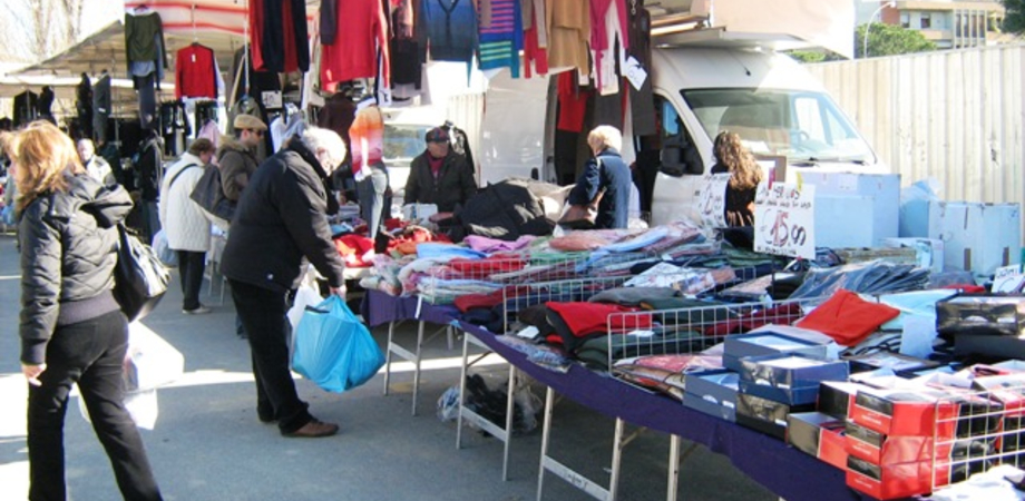 Caltanissetta, mercato settimanale: ambulanti con il tesserino identificativo